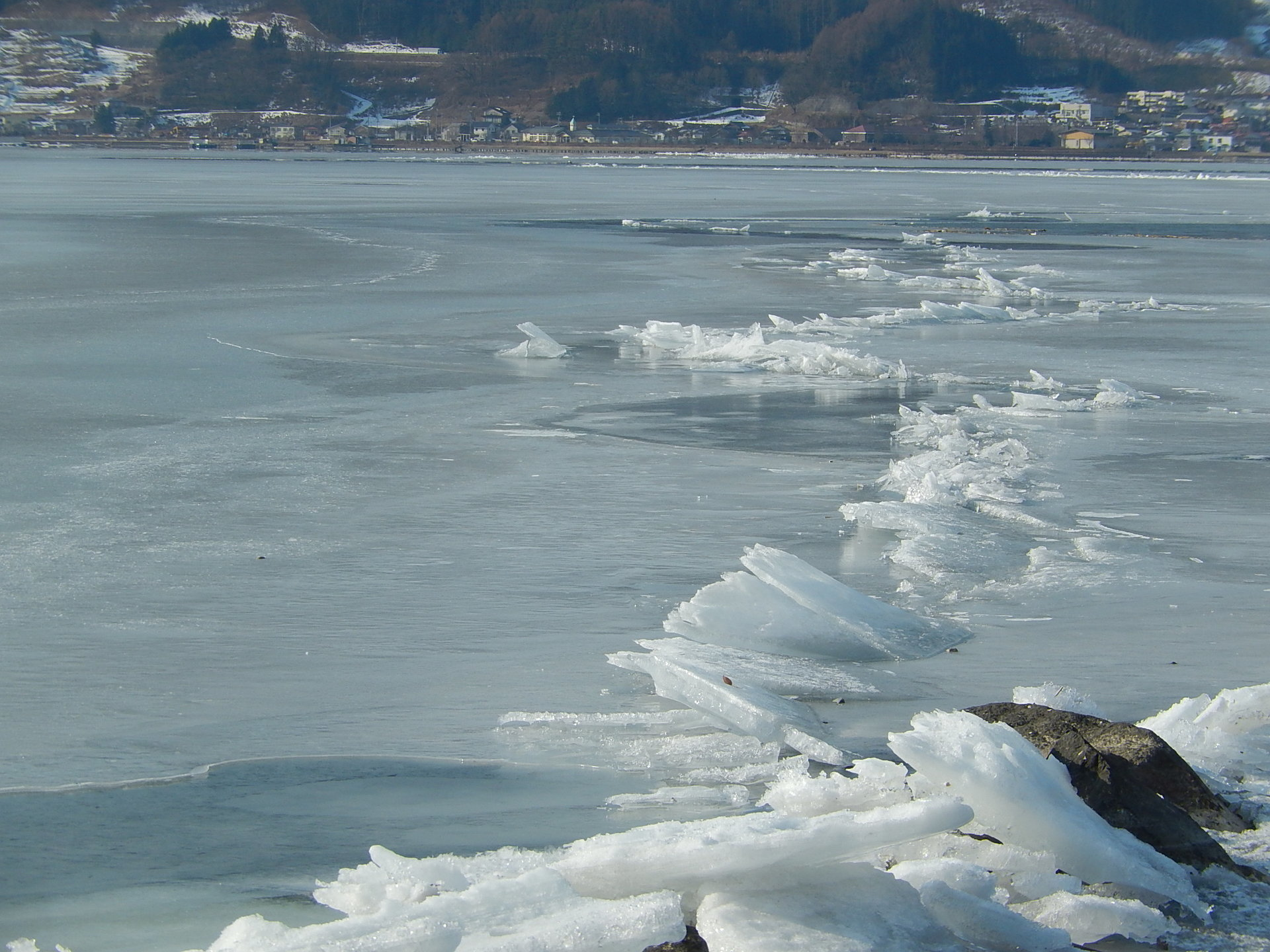 1105] 長野県の諏訪湖で、『御神渡り現象(おみわたりげんしょう ...
